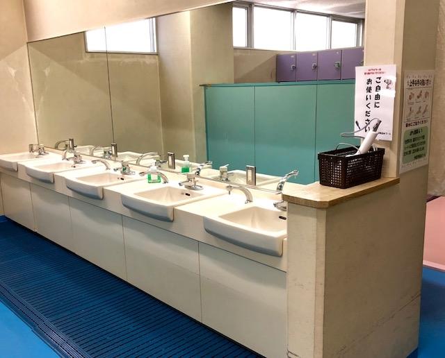 男性更衣室洗面台.jpg