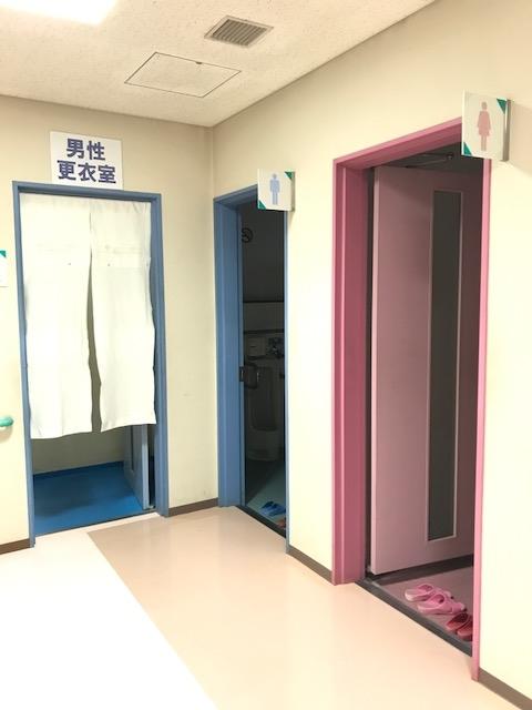 男性更衣室・女子トイレ・男子トイレ.JPG