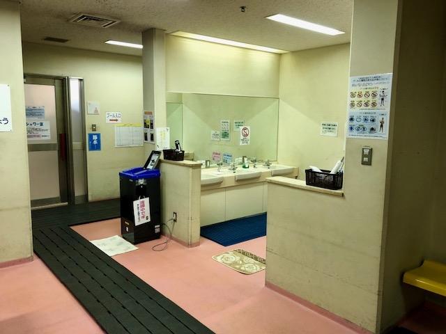 女性更衣室洗面台.jpg